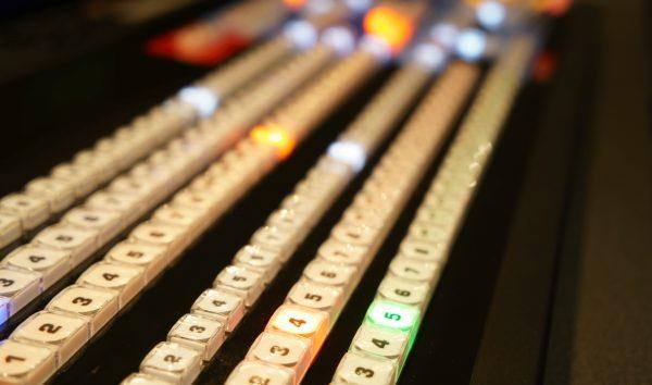 NewTek TriCasterシリーズ最高位機種のTriCaster8000 Advanced Editionを常設。スマホゲーム番組からセミナー収録まで対応できるスイッチャーです。