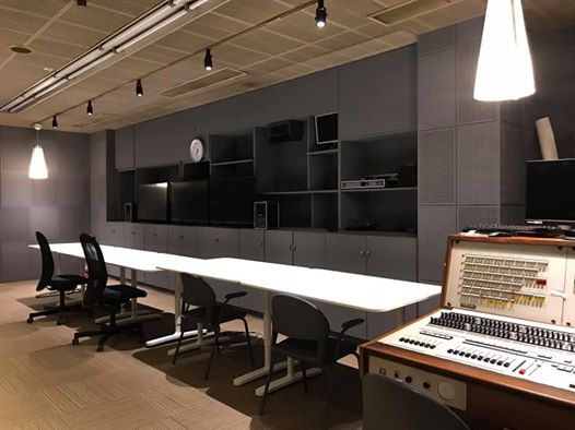 Aスタジオのサブ改修(照明交換後)2