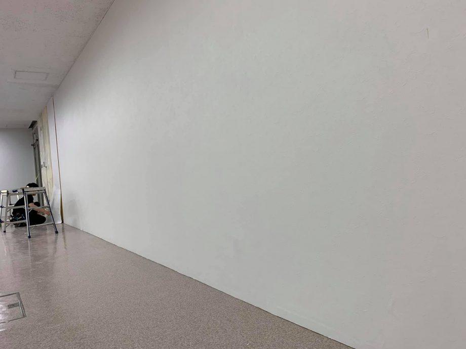 もとの傷んだ壁の面影なし