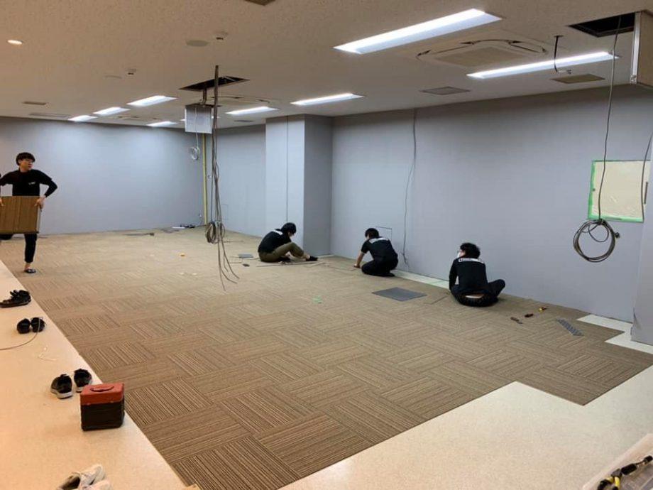 壁はグレー18%で塗装+茶色のカーペット仕上げ