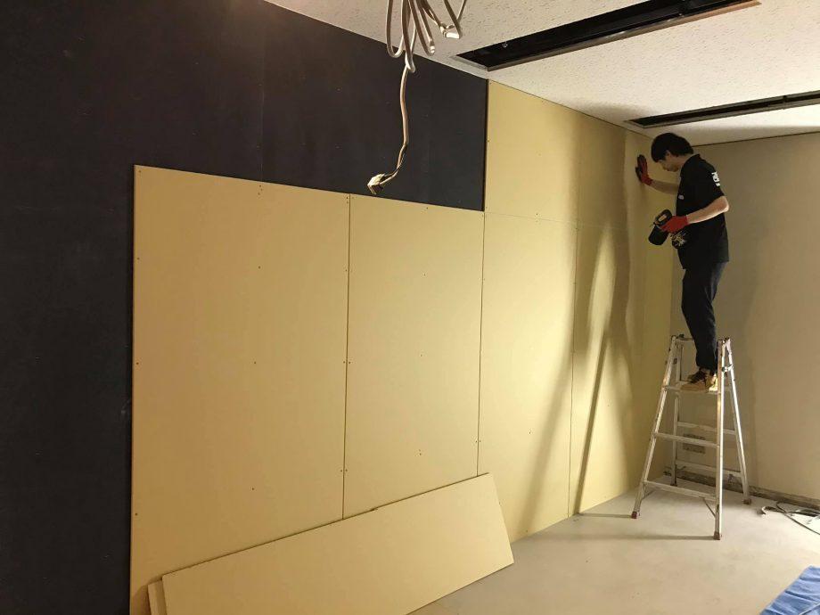 防音壁は重ね張りをして遮音性を上げます